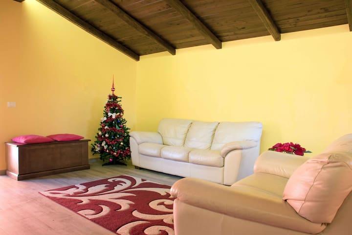 Il Ciclamino villa indipendente a 2 passi da Roma - Colle delle Rose