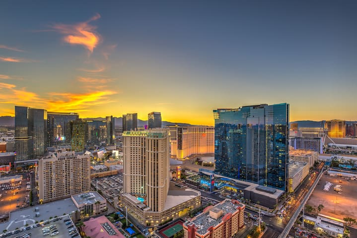 #1 in Vegas SKY Penthouse 37th Floor STRIP