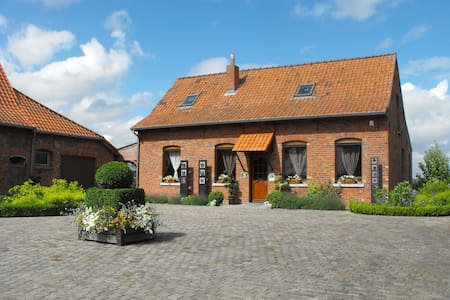 Family farmhouse transformated into a cottage - Comines-Warneton - Talo