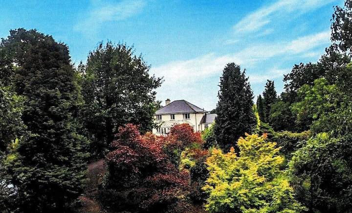 Peaceful, welcoming , amazing gardens and views,