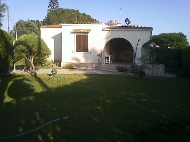 La villa e l'esterno