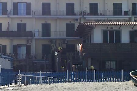 casa con terrazzo e vista mare - Ischia