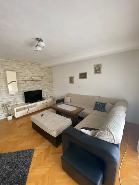 Short and Long term house with own garden for rent