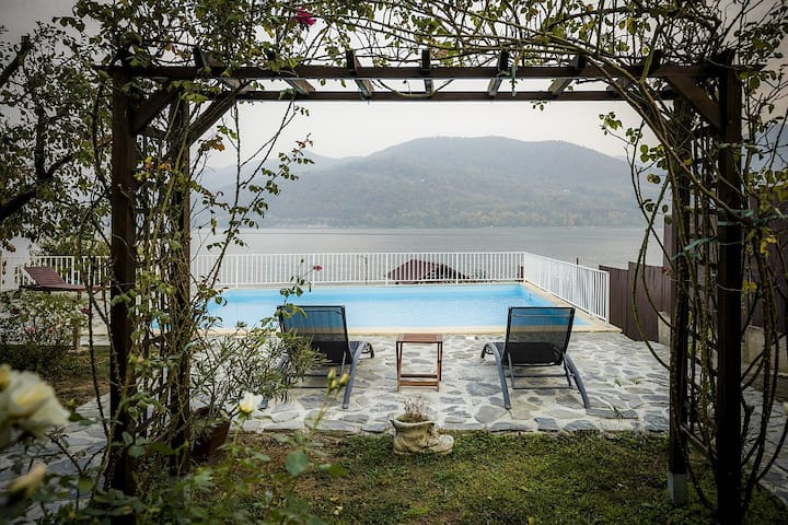 Breeze - A designer's retreat on Danube's Riviera