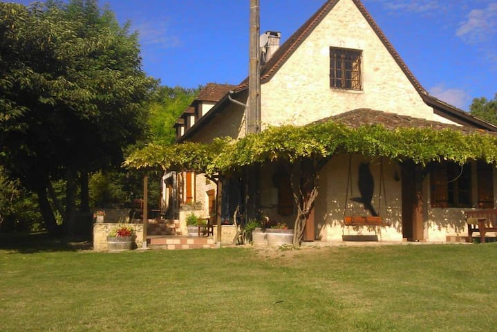 Grande Villa Con Piscina Terraza Casas De Campo En Renta