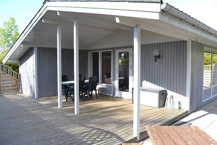 Hyggeligt sommerhus velegnet for børnefamilie - Føllenslev - Kabin