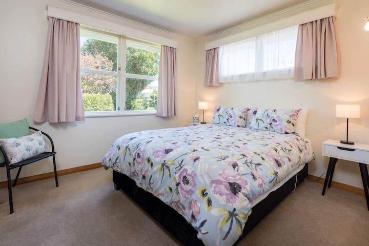 Queen Bedroom (No.2)