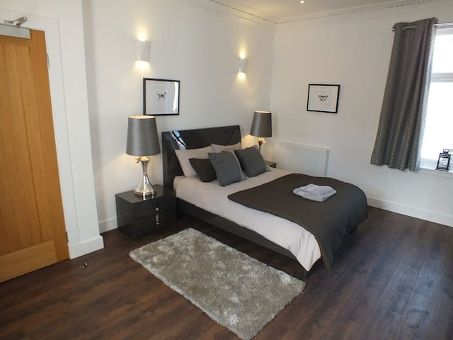 Prestwick Suites Luxury Apartment - 1 Bedroom