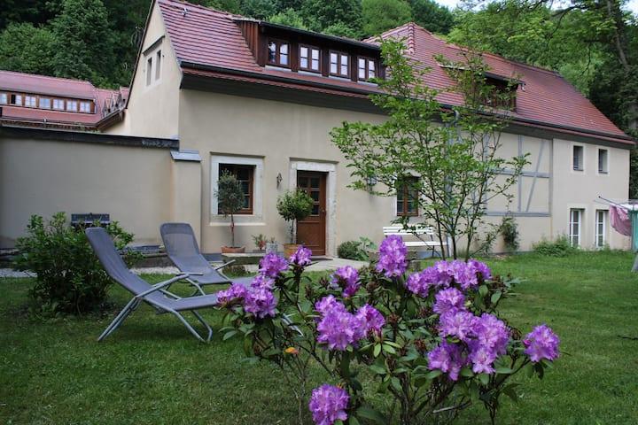 Kleines Gartenhaus auf dem historischen Jägerberg