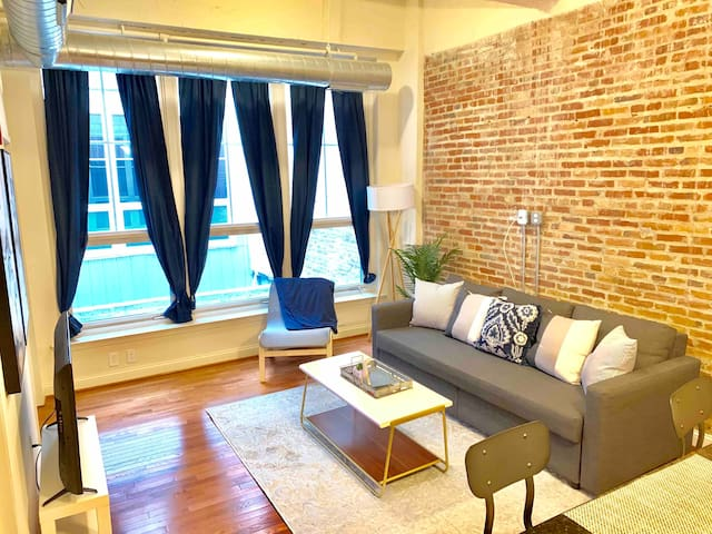 Inner Harbor Luxury Loft w/ FREE PARKING!!!
