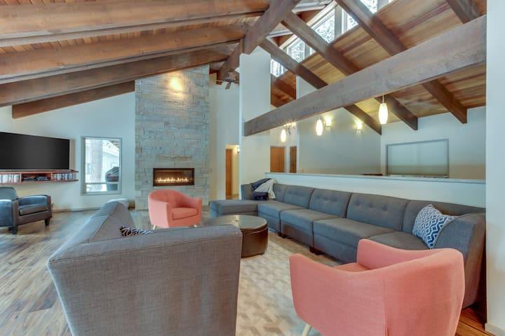 Mid-century modern retreat w/ private hot tub, shared pool, & resort amenities