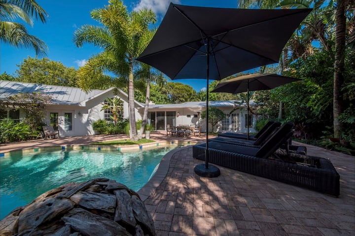 Old Naples Beach Villa, 5 min walk to  Npls Beach