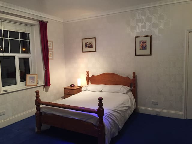 1st floor bedroom in period house near Halifax HX2