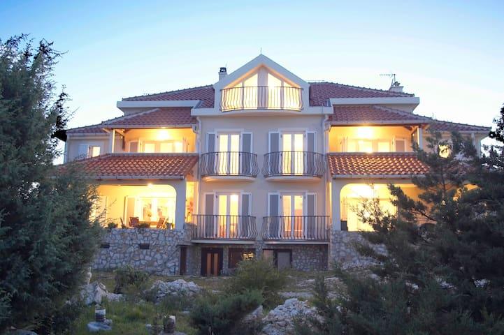 Vila Đurđica Ana  stan broj 4  prvi kat