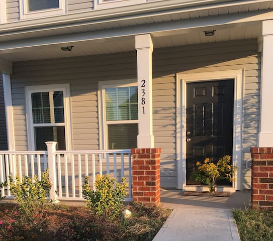 New 3BR/3BA Single Family Home near everything