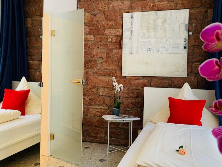 Hotel B54 Heidelberg- Dreibettzimmer
