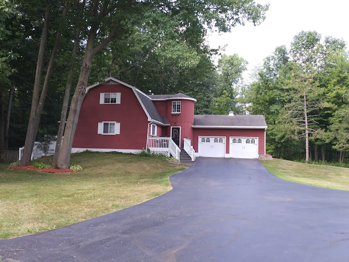 Lovely home on 10 Acres great for MSU Events