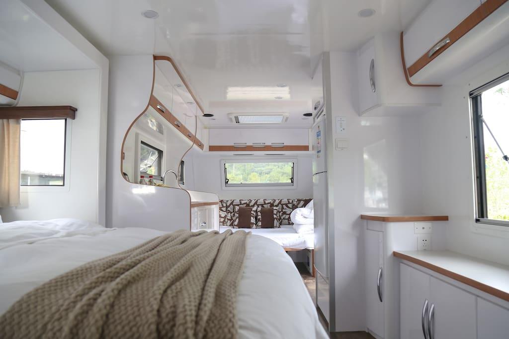 景观房车1.2沙发床+1.5大床