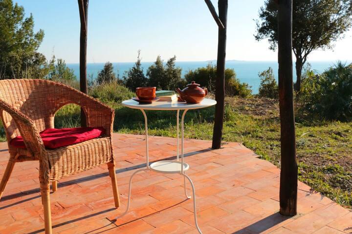 Encantadora casa de campo con impresionantes vistas sobre el mar de la Toscana.