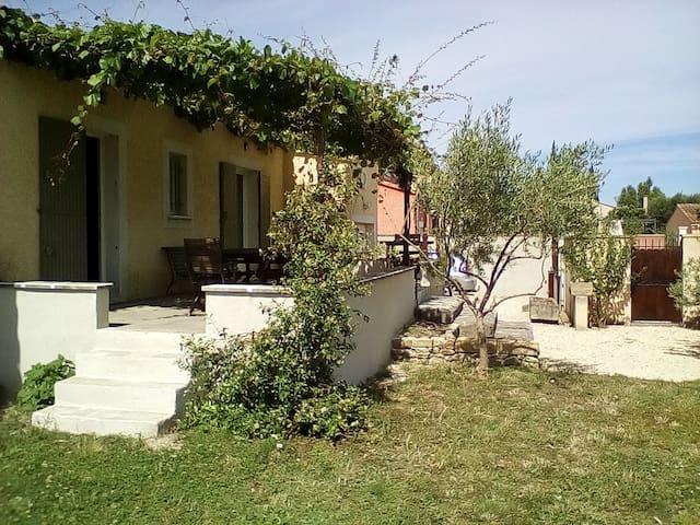 Villa Tarascon quartier très calme - Tarascon - Villa
