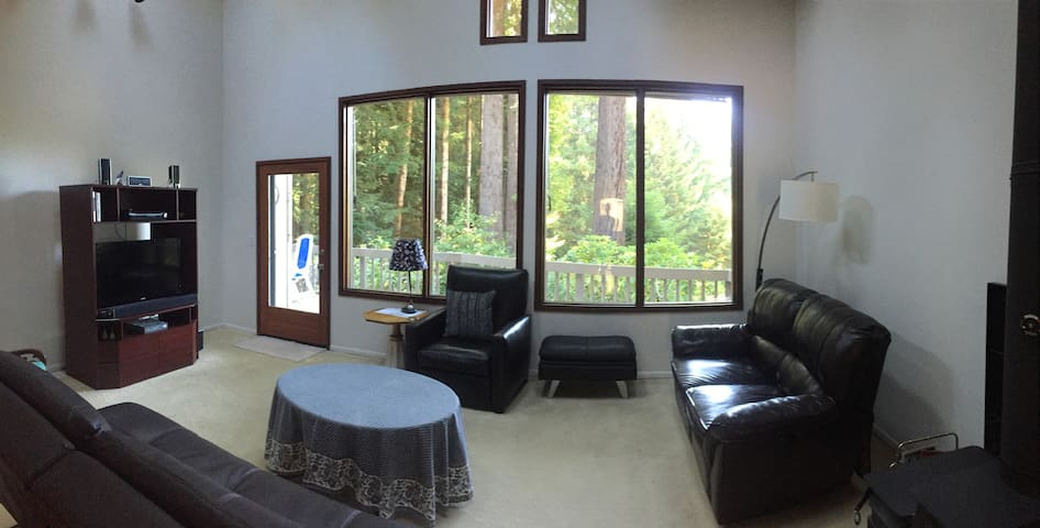 Charming home near Redwood Community Forest