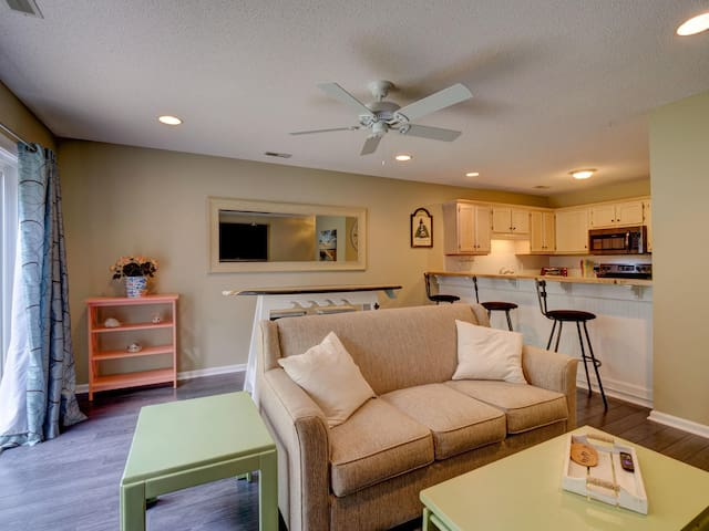 Close to Wrightsville Beach & Mayfaire!