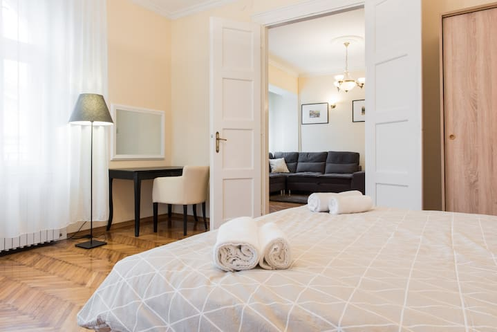 Luxe Apartment 95m in Historic Center - Novi Sad - Apartamento