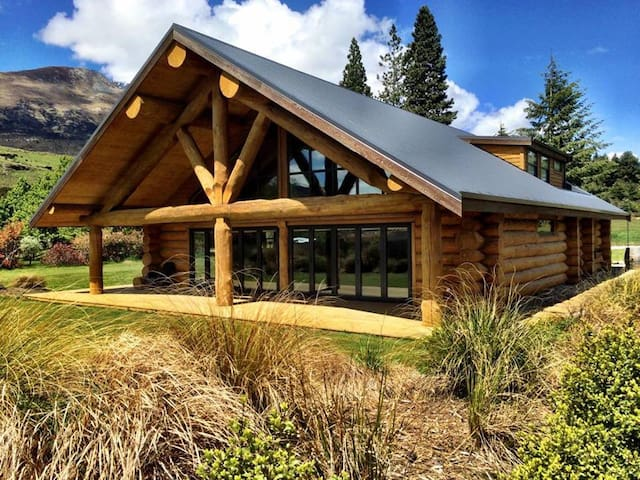 Glenorchy Log Home-Mountain Luxury - Glenorchy - Casa