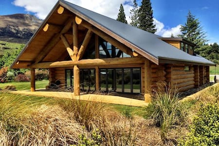 Glenorchy Log Home-Mountain Luxury - Glenorchy - Huis