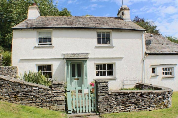 HAWKRIGG HOUSE, Satterthwaite, Nr Hawkshead, South Lake District - Ullverston,