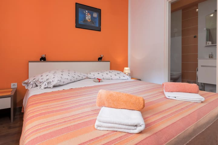 Apartment Orange 3+2 - Zastražišće - Apartamento