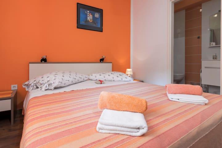 Apartment Orange 3+2 - Zastražišće - Apartment