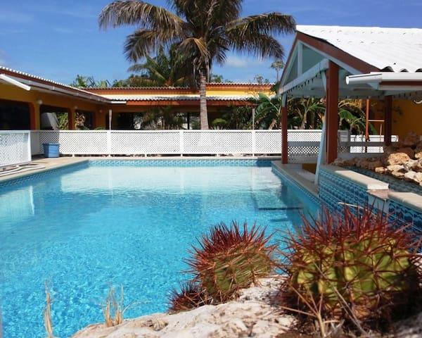 Villa Grote Berg 4p Zwembadzijde