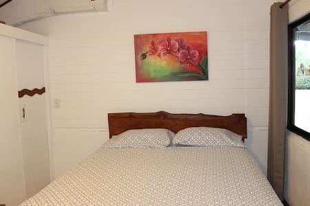 Room with A/C & Breakfast included - Playa Negra - Bed & Breakfast