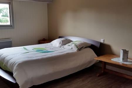 Chambre dans maison calme