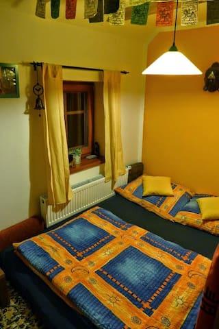 TEAROOM - malý dvoulůžkový pokoj s kuchyňkou