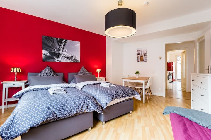 Apart2Stay 3 room apartment + balcony for 8 guests