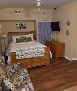 Secluded Suite - Walk to Downtown