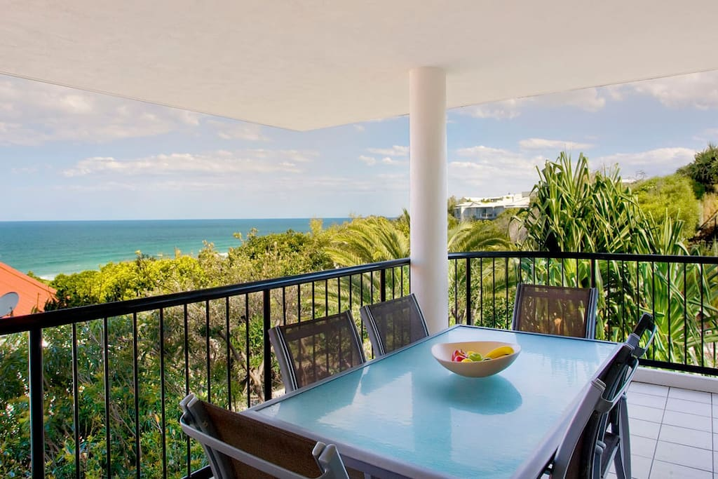 Alfresco dining with white water view