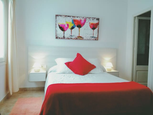 comfortable room with private bath! - puerto Pollensa - Appartement