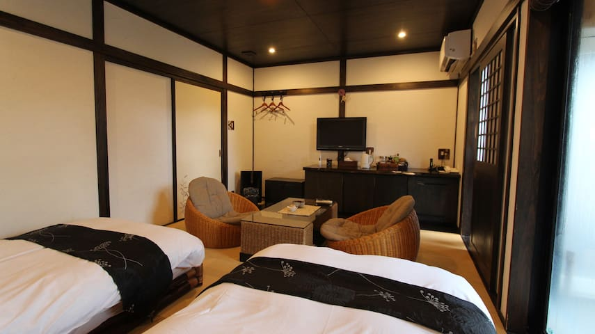 Spacious modern room with private onsen ~violet~
