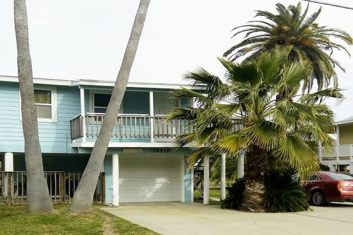 Galveston Island Cottage - on canal, walk to beach