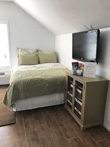 Brand new BEAUTIFUL fully furnished Studio Utah