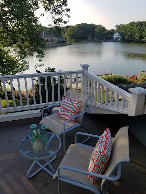 Quiet Loft Like Renovated Lake View Apartment