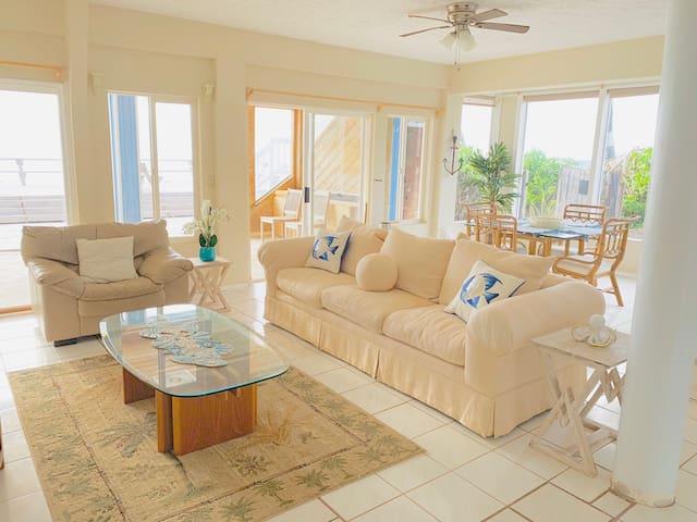 Ocean Front - Makaha - 3 Bedroom Home