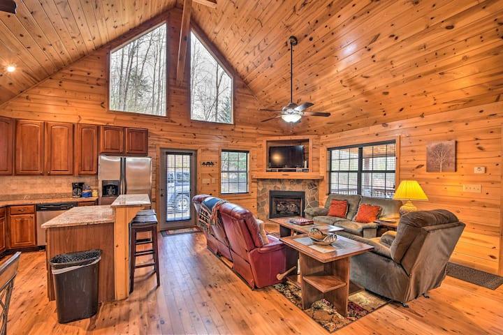 Remote Cozy Cabin: Hot Tub, Gril, Deck & Fire Pit!