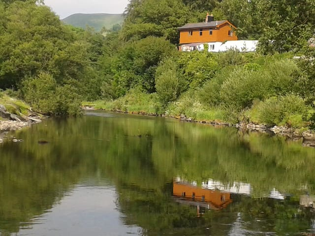 Lovely Cottage over looking the Dyfi River