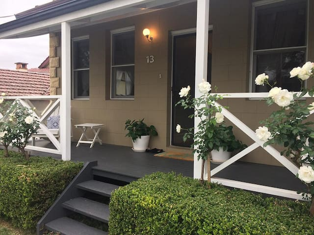 Home close to the City - Gladesville - Huis