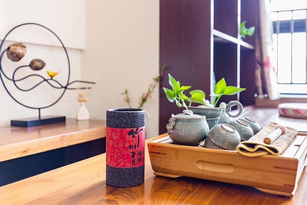 在这里与家人、朋友喝喝茶,分享成都心情drink tea with family or friends.share your feeling about chengdu