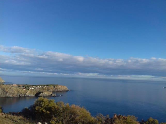 Charmant T2 neuf avec vue mer à Cerbère